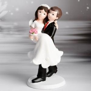 Decorative Figure Wedding - Groom wears Bride